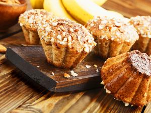 Muffins met noten, fruit en kruiden
