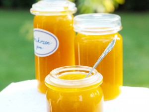 Abrikozenjam van gedroogde vruchten